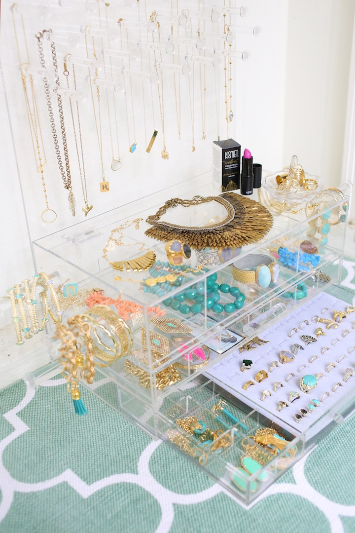 lucite-jewelry-display