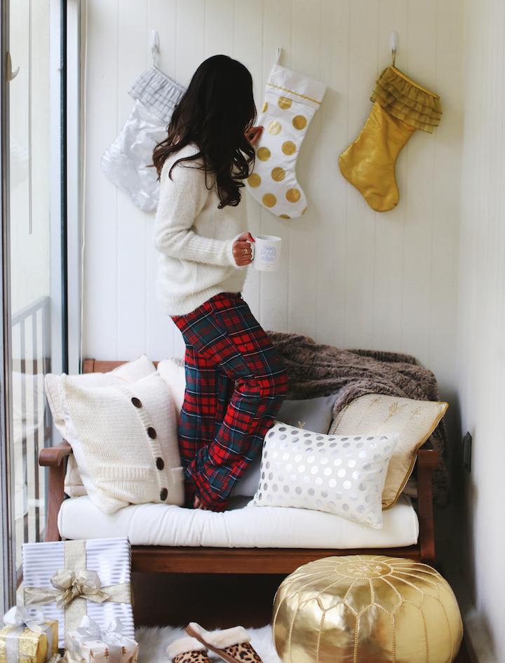 how-to-hang-christmas-stockings