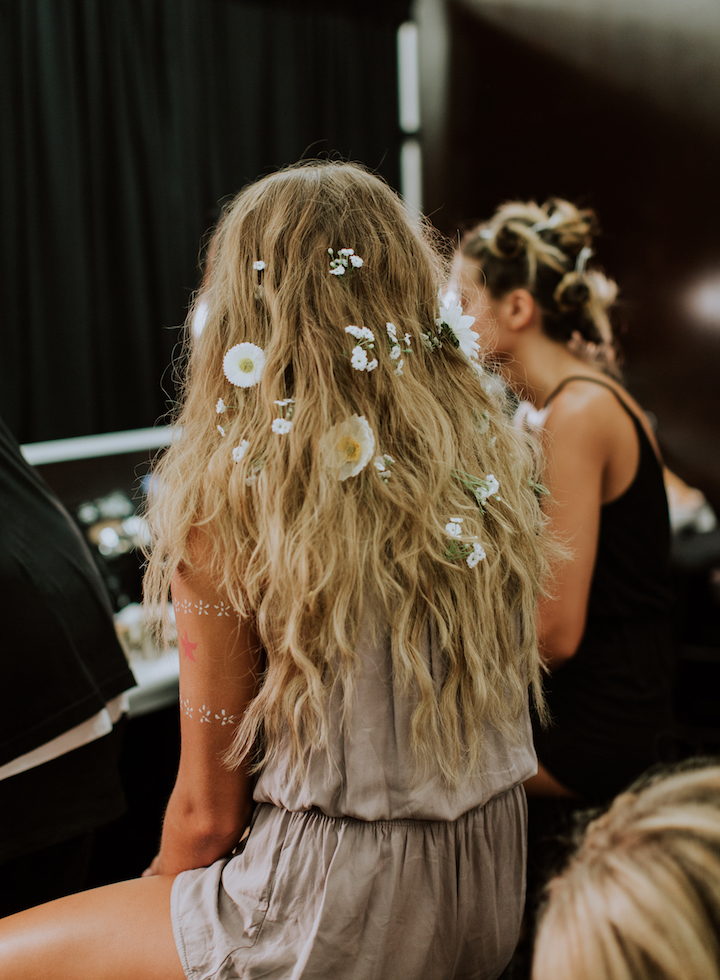 hairstyle-with-flowers
