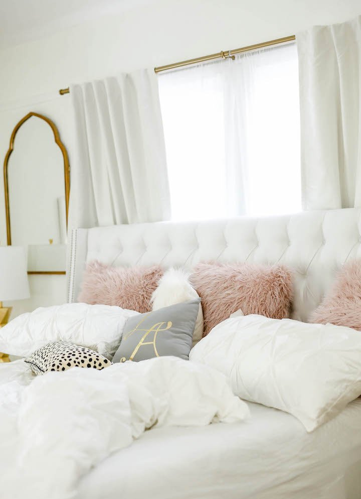 white-tufted-bedding