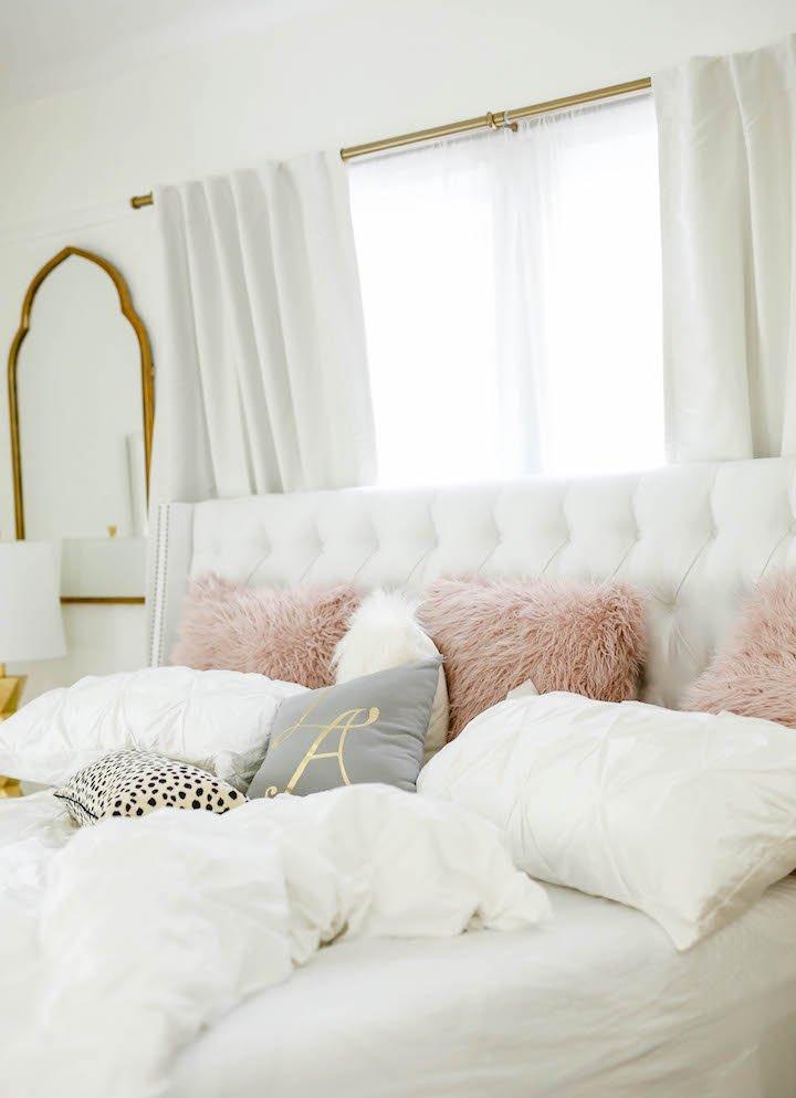 white-tufted-bedding