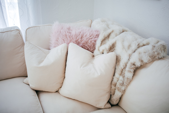 faux-fur-pillows